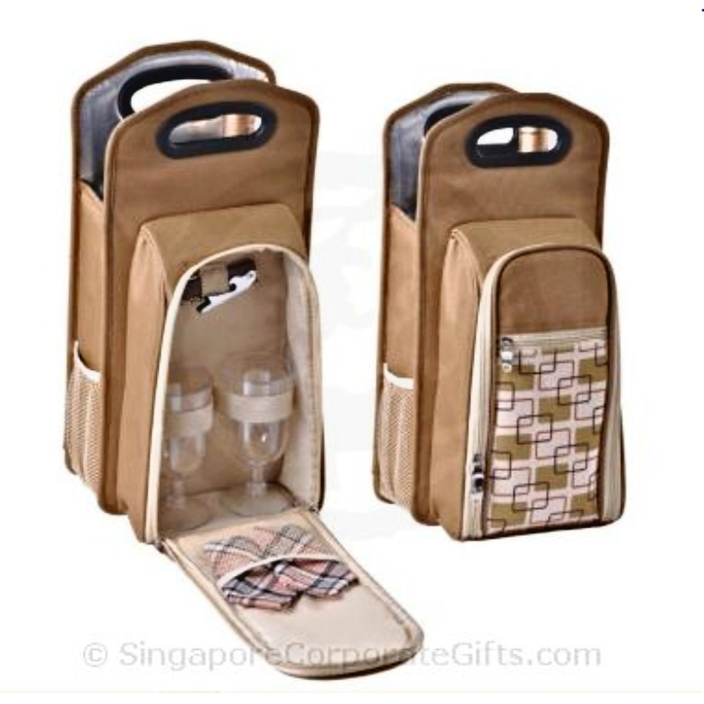 2 Person Wine Picnic Set with Plastic Handle